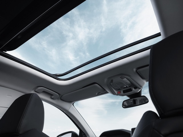 New SUV PEUGEOT 5008: Panoramic sunroof