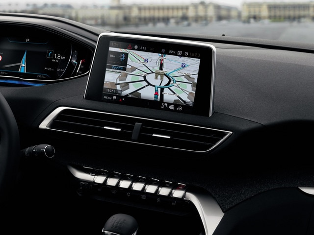 "New SUV PEUGEOT 5008: 8"" capacitive touch screen"