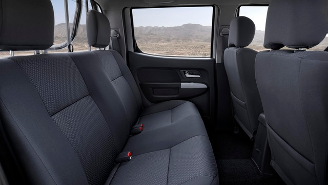 The new PEUGEOT Pick Up offers the most comfortable and spacious interior in its category, providing comfort for up to 5 passengers, whether for professional or personal use.