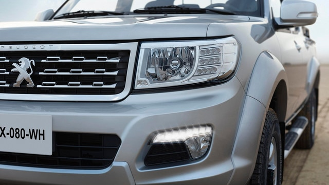 The new PEUGEOT Pick Up is a functional work tool that is durable and reliable in all terrains.
