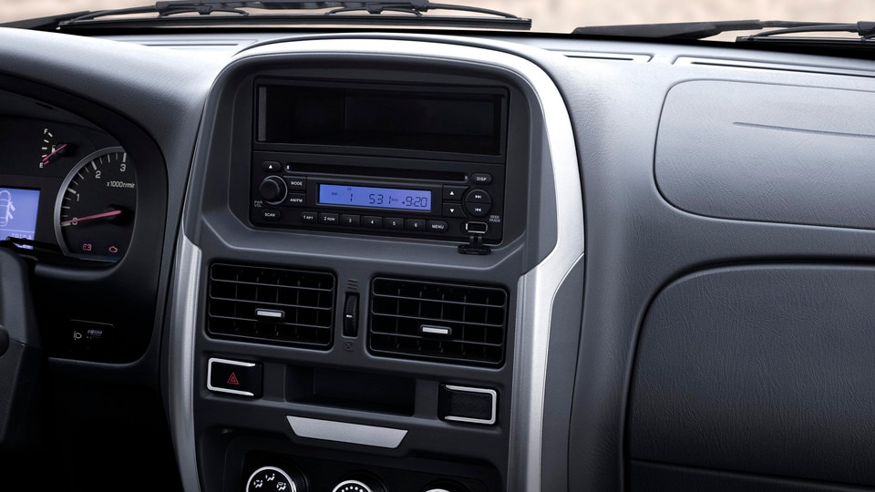 The new PEUGEOT Pick Up offers many features as standard: manual air-conditioning, electric windows, radio with CD player and USB port, rear parking assistance, and power wing mirrors.