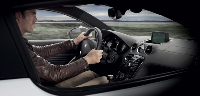 /image/38/7/rcz-sporty-dashboard-and-steering-wheel.185387.jpg