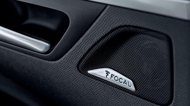 PEUGEOT 3008 HYBRID4 SUV: Focal® premium Hi-Fi sound