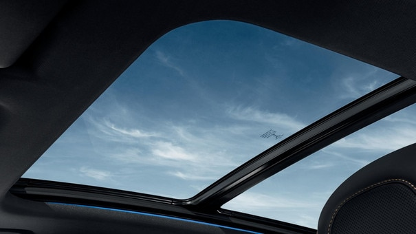 PEUGEOT 3008 SUV: panoramic roof