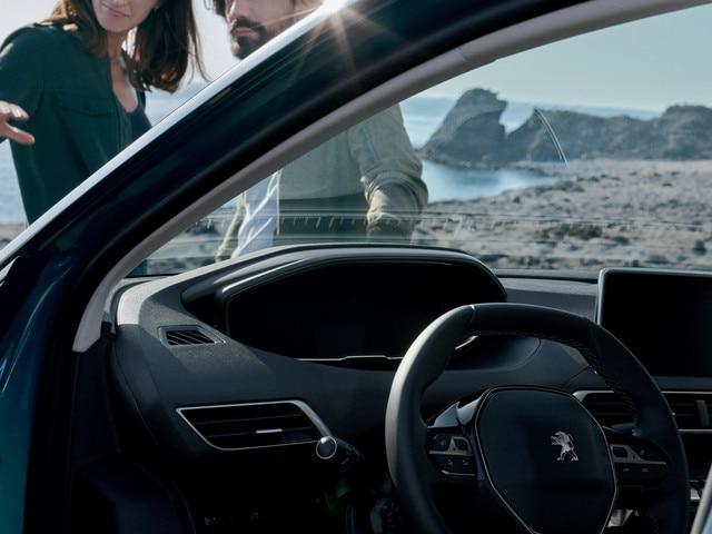 New SUV PEUGEOT 5008: New Peugeot i-Cockpit®