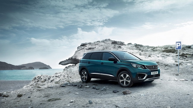New SUV PEUGEOT 5008: Ready for adventure