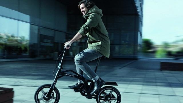 New SUV PEUGEOT 5008: Electrically-assisted folding eF01 e-bike