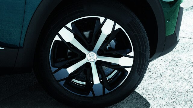 New SUV PEUGEOT 5008: Sculpted alloy wheels