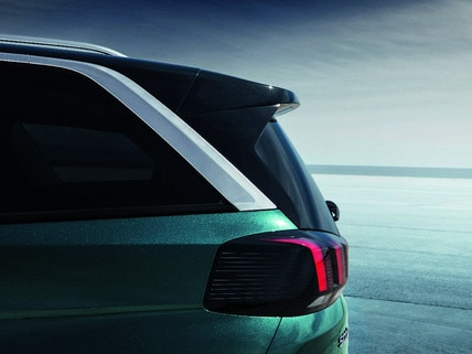 New SUV PEUGEOT 5008: Iconic claw-effect rear lights