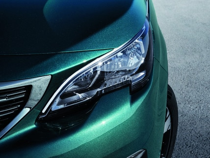 New SUV PEUGEOT 5008: Powerful front