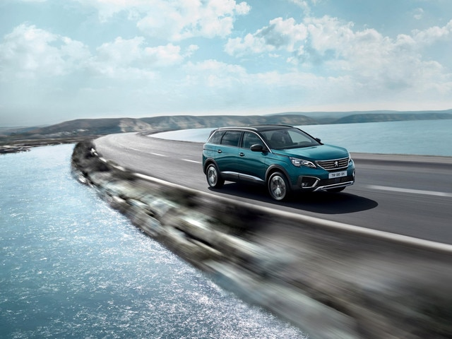New SUV PEUGEOT 5008: Dynamic performance