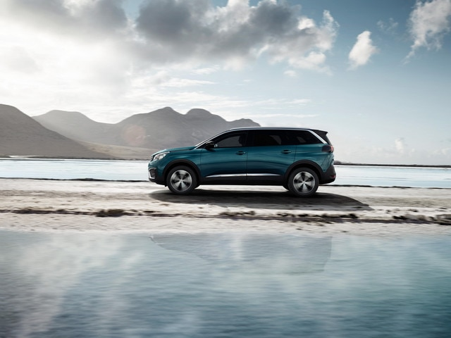New SUV PEUGEOT 5008: Sporty raised body line